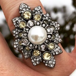 Chloe + Isabel City of Light Statement Ring Size 6